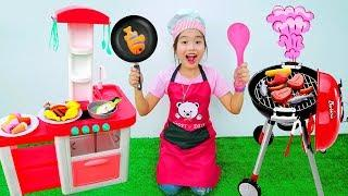 Kay unboxing and assembling toy kitchen food