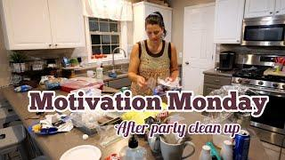Motivational Monday |Afterparty Clean with me