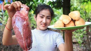 Yummy beef curry recipe - Beef curry with bread cooking by countryside life TV.