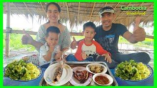 Village Khmer food in Cambodia - Great dinner with family - Grilled fish recipe and Khmer salad.
