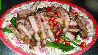 Delicious Grilled Eaten With Vegetables And Fermented Fish Paste Sauce, Amazing Cambodian Street Foo