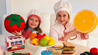 Sisters Cooking Food and Cake! Pretend Play Cafe